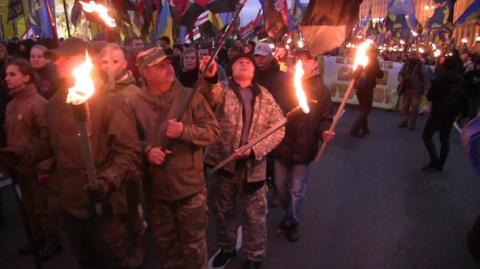 ВСУ и экстремисты: Киев стре…