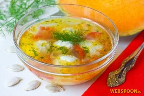 «Золотистый» суп с тыквой и фрикадельками