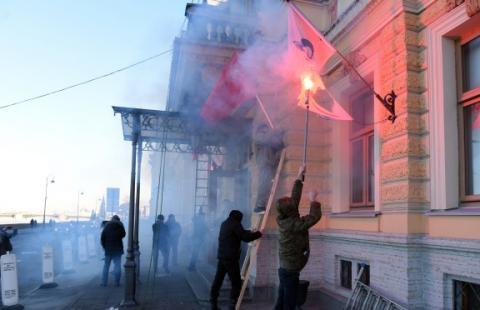 Нацболы атаковали офис «Газпрома» в Петербурге