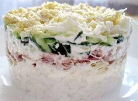 Салат с консервированным тун…