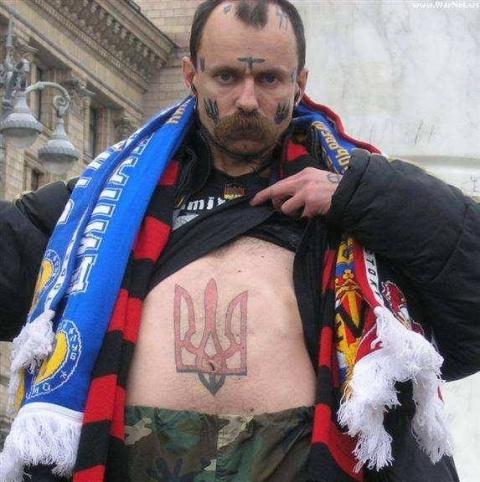 Бандеровца избили за украинскую мову в магазине, и он заговорил по-русски