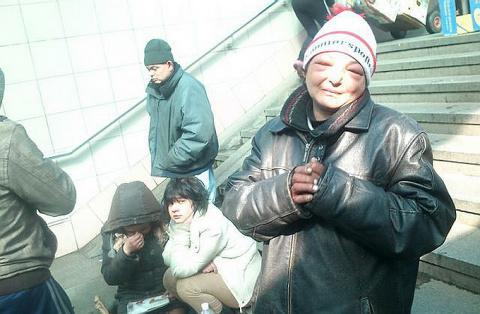Шок: В Киеве на вокзале – сотни бомжей