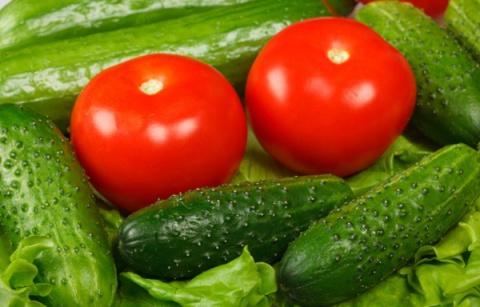 Я делаю целебную подкормку для помидоров, огурцов и клубники