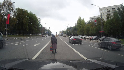 Караул - пенсионеры на дороге!