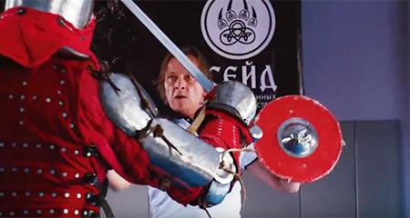 Как Ивана Охлобыстина в Петрозаводске учили биться на мечах