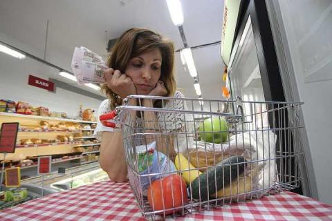 Инфляция в России остается на нулевом уровне шестую неделю подряд