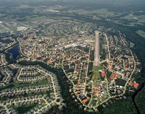 Город, где у каждого есть самолет