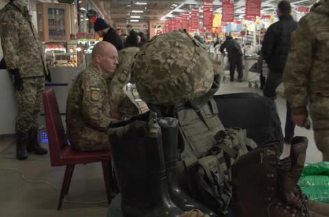 В Киевских супермаркетах появились пункты вербовки в ряды ВСУ