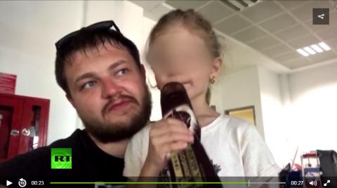 Опубликовано видео, где отец…