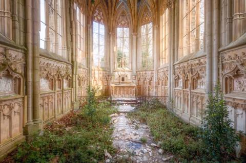 Атмосферные заброшенные здания Франции в фотографиях Roman Robroek