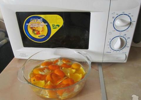 Очищаем микроволновку апельс…