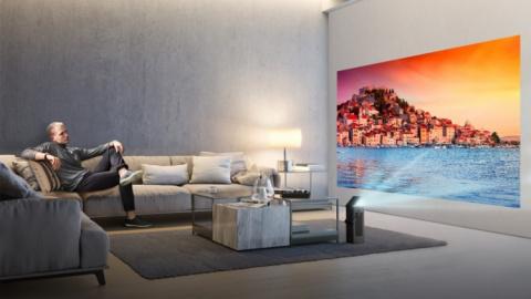 4K-проектор LG способен выводить на стену 150-дюймовую картинку