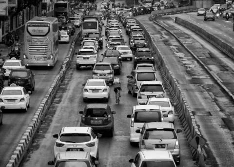 Принудительный каршеринг уменьшил загруженность улиц Джакарты вдвое