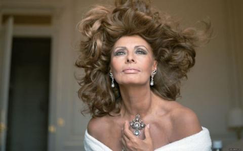 «Americano» и все фильмы легендарной Софи Лорен в одном клипе