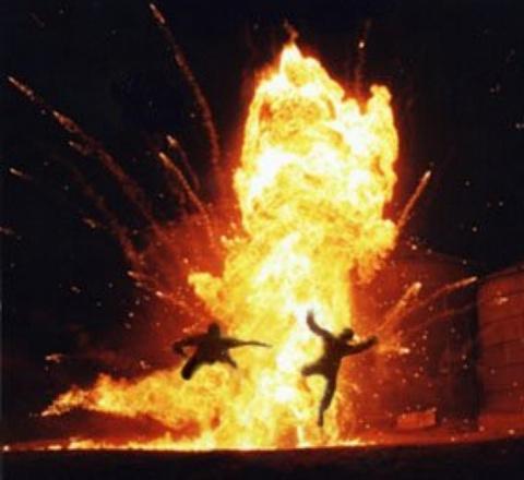 МОЛНИЯ: взрывы в лагере спецназа США и Великобритании в Сирии, много убитых и раненых