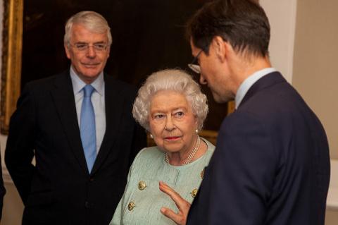 90-летняя Елизавета II снова у руля
