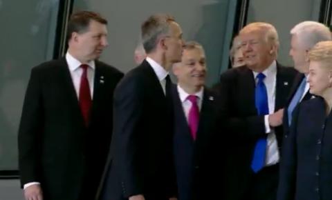 Трамп грубо оттолкнул премьера Черногории, чтобы встать в первом ряду