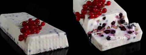 Заливной творожный торт с ягодами
