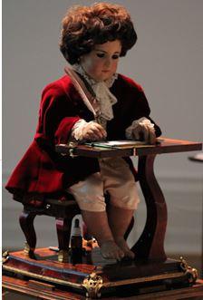 Пишущий мальчик из 18 века (это интересно!)