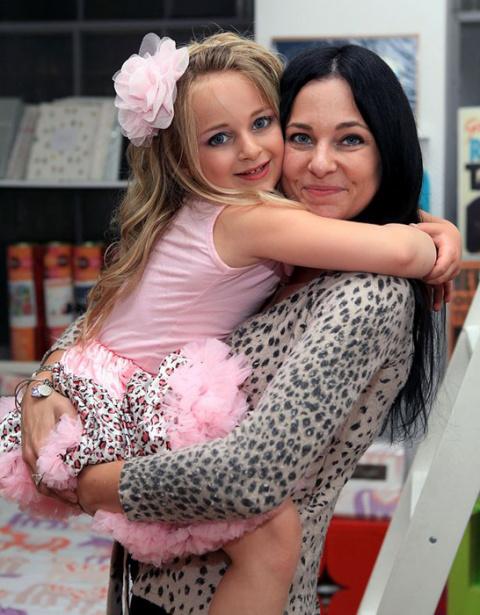 Миллионер в 9 лет — как живет девочка, которая богаче своей мамы