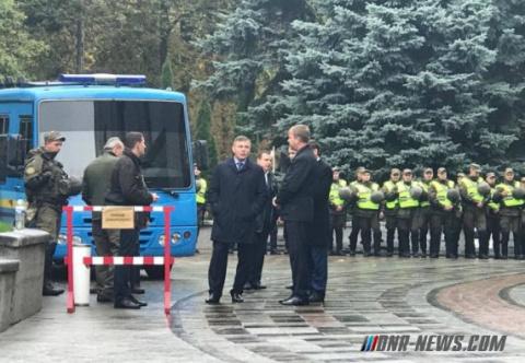 Под стенами Рады депутат Парасюк избил начальника Государственной охраны Гелетея ногами