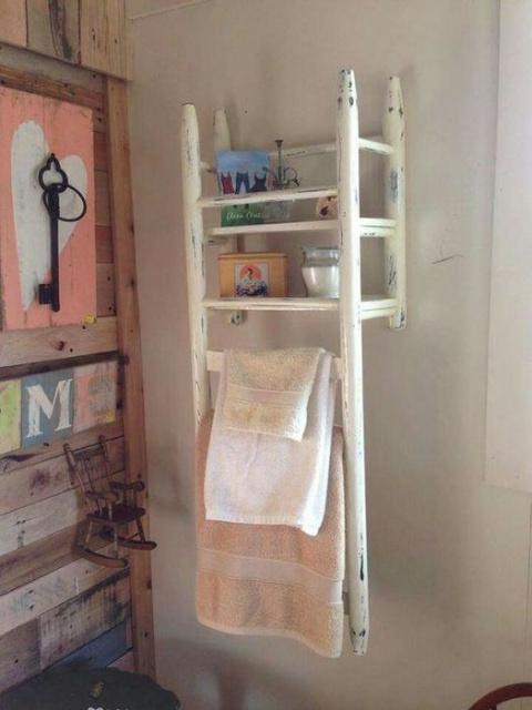 Столик, прикроватная тумба и полотенцедержатель – это и ещё много чего легко сделать из старого стула!