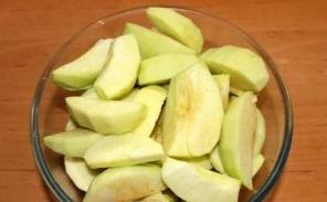 Осенним вечером (печем блинный пирог с яблоками)