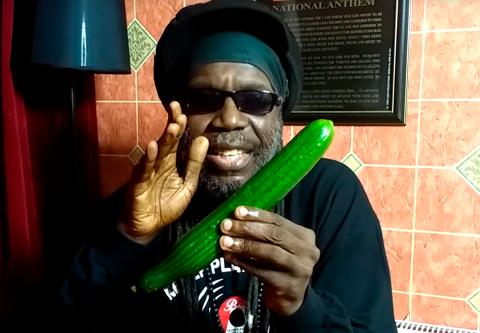 Ямайский певец выложил видео…
