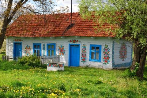 Очаровательная польская деревушка с яркими расписными домиками