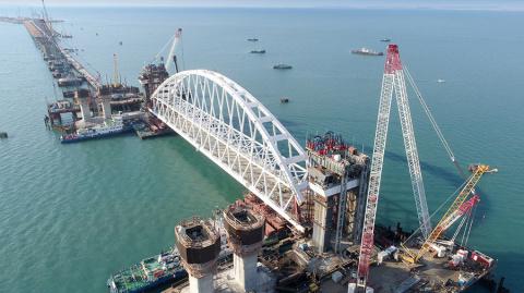 Строители Крымского моста до…
