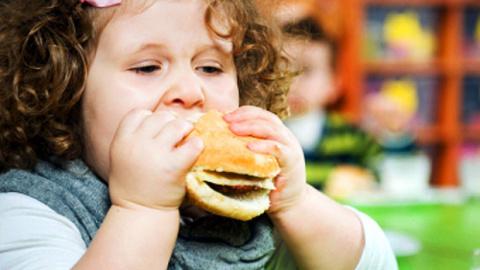 Медики намерены защитить детей от рекламы еды