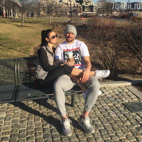 Александр Овечкин с женой сы…