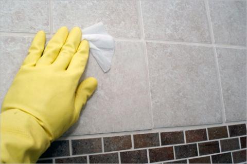 Как очистить плитку в ванной…