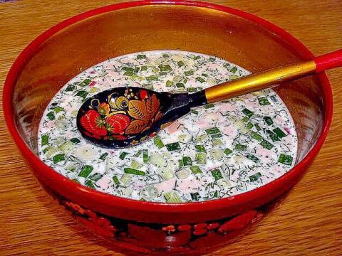 Окрошка с жареной картошкой: три оригинальных рецепта традиционного блюда