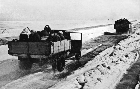 Подвиг советского шофера Максима Твердохлеба!