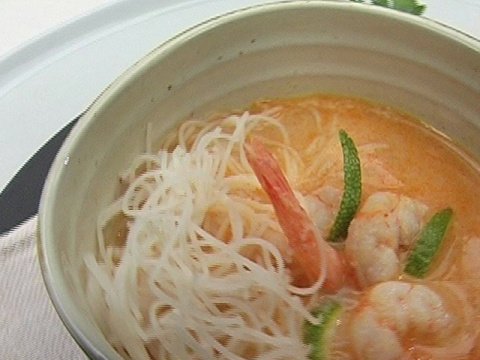 Креветочный суп с карри и ко…