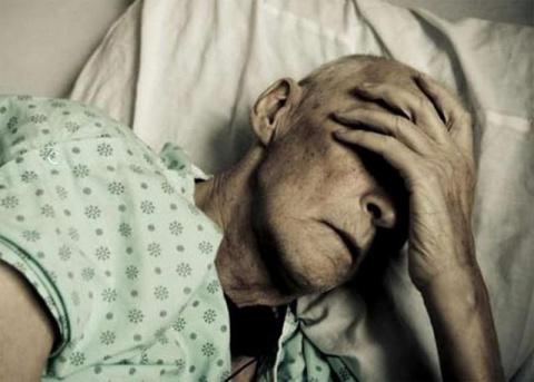 Не хочу хоронить себя заживо с больными стариками!