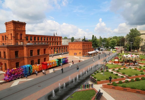 Связанный крючком поезд из Лодзи, Польша