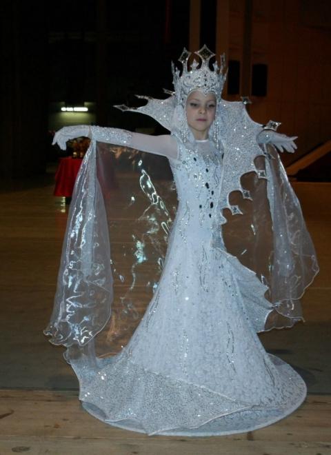 Сшила дочке костюм Снежной королевы. Как вам образ?