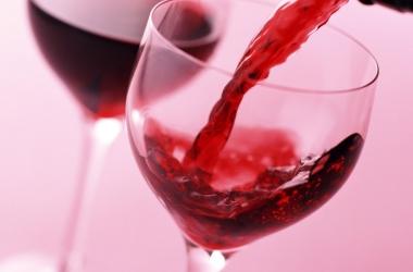 Коктейли с вином: 3 рецепта для вечеринки