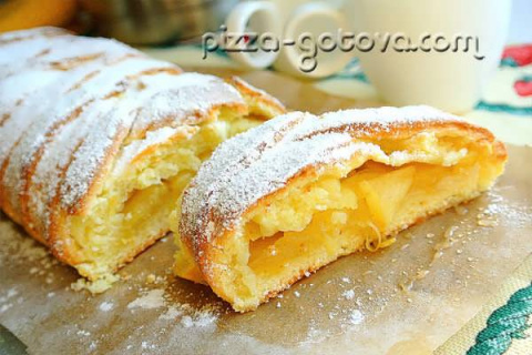 Пирог с творогом и яблоками.