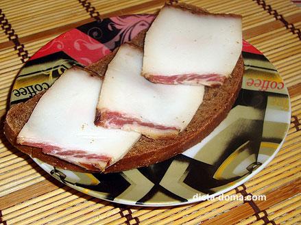 Ломоть хлеба с салом