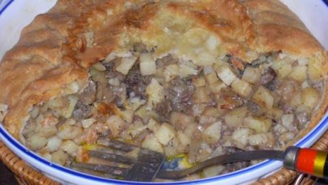 Зур-бэлиш, большой пирог с картофелем и мясом — традиционное татарское блюдо