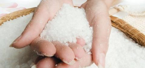 Скраб из морской соли от целлюлита: лучшие домашние рецепты