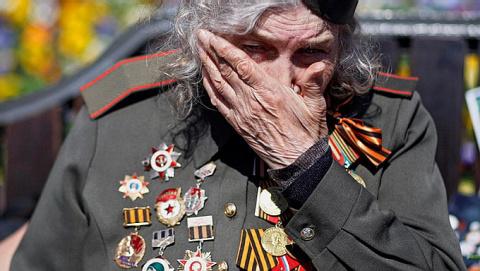 Прибывшие в ДНР с украинской стороны ветераны не могли сдержать слёз