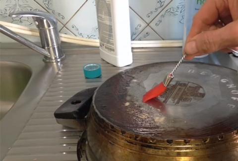 Как очистить посуду от жира?…
