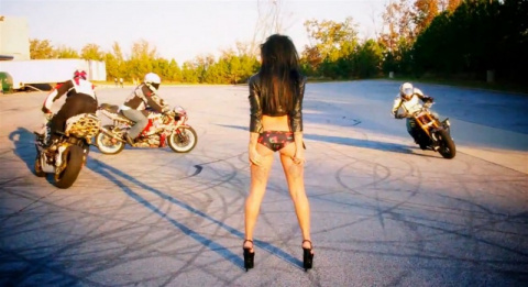 Стант-райдинг для Девушки на мотоцикле