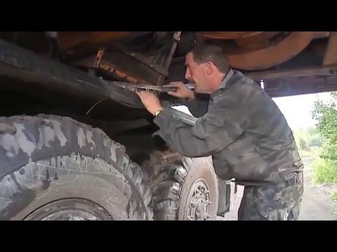 Дядя Вова ремонтирует  автокран! Это просто песня!