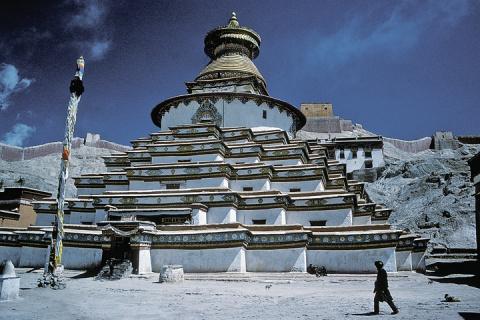 Чекисты нашли в Тибете оружи…