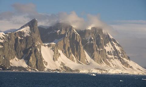 Под льдами Антарктиды обнаружили 91 ранее неизвестный вулкан